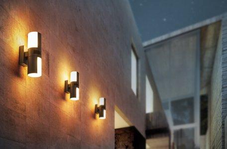 Iluminación exterior con sensor de movimiento